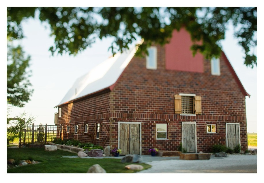 des moines rustic barn wedding venue